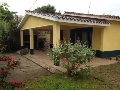 Casa La Aguada: 8 Personas. 2 1/2 Cuadras De La Playa