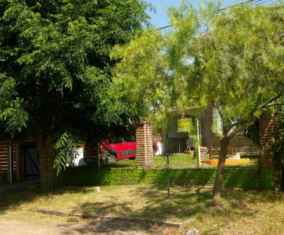Hermosa Casa En Atlántida A 2 1/2 Cuadras De La Playa Brava